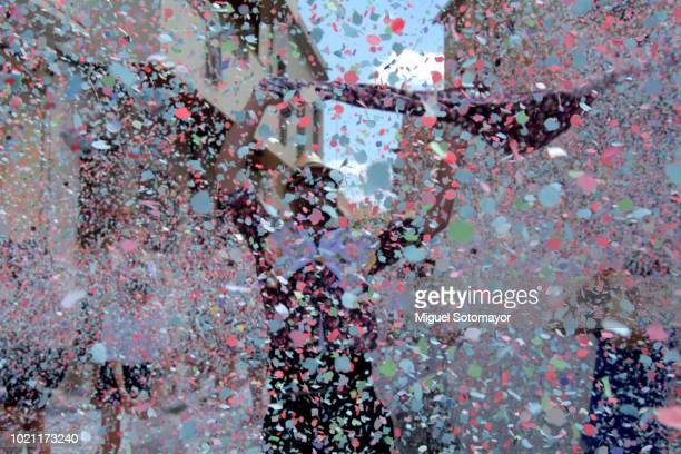 the battle of confetti - parade stock pictures, royalty-free photos & images