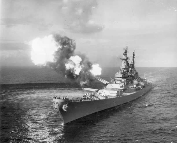 The battleship USS Missouri bombards Chongjin, North...