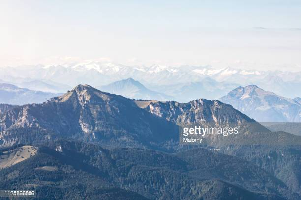 the bavarian and austrian alps as seen from a hot air balloon above lake chiemsee - ballonvaart stockfoto's en -beelden