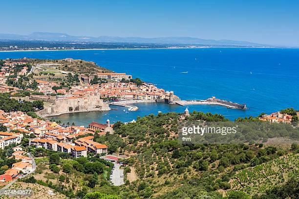 the bay of collioure - collioure photos et images de collection