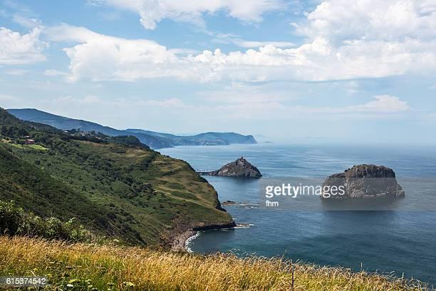 the bay of san juan de gaztelugatxe - spain/ basque - províncias bascas - fotografias e filmes do acervo