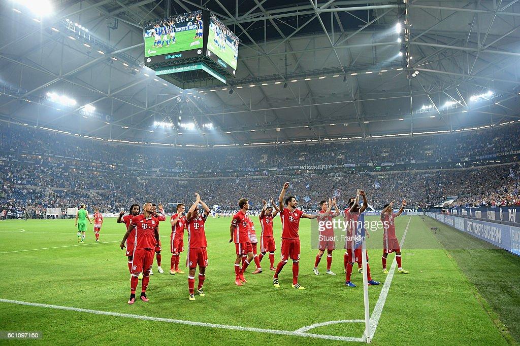 FC Schalke 04 v Bayern Muenchen - Bundesliga : Fotografía de noticias