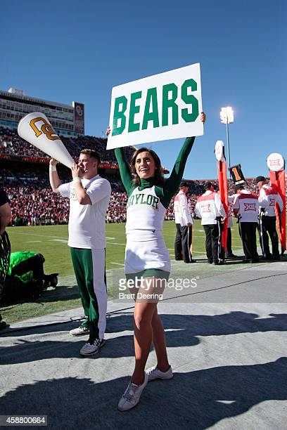 The Baylor Bears cheerleaders perform during the game against the Oklahoma Sooners November 8 2014 at Gaylord FamilyOklahoma Memorial Stadium in...