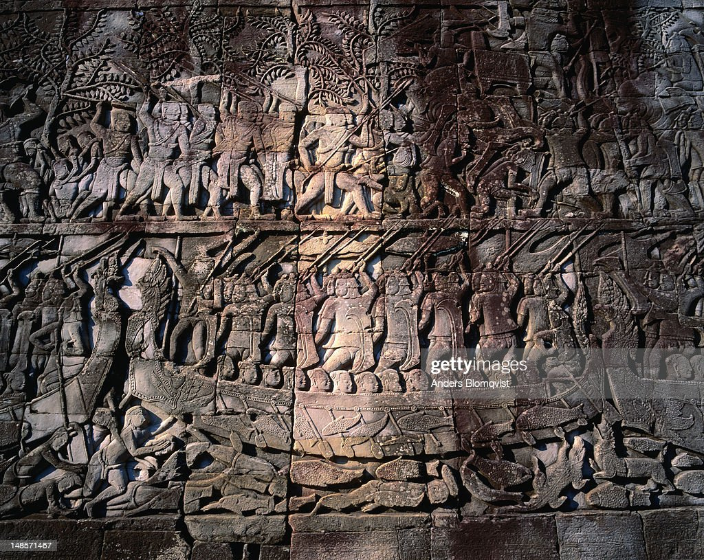 The Bayon bas-relief depicts a battle on the Tonle Sap lake, Angkor Thom : Stock Photo