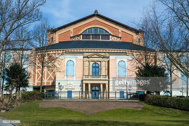 the bayreuth festspielhaus (bayreuth festival theatre), bayreuth, upper franconia, bavaria, germany, europe - bayreuth festival theatre photos et images de collection