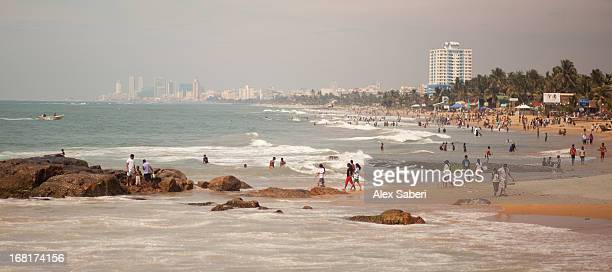 the beach at colombo during the day. - alex saberi stock pictures, royalty-free photos & images