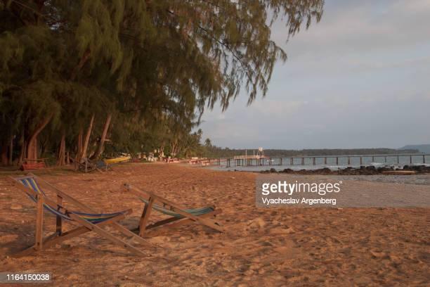 the beach of koh mak island, southwestern tip, thailand - golf von thailand stock-fotos und bilder
