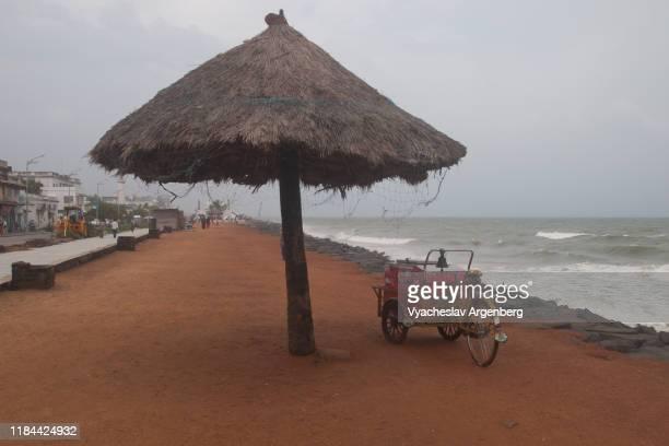 the beach of pondicherry, bay of bengal, indian ocean - argenberg - fotografias e filmes do acervo