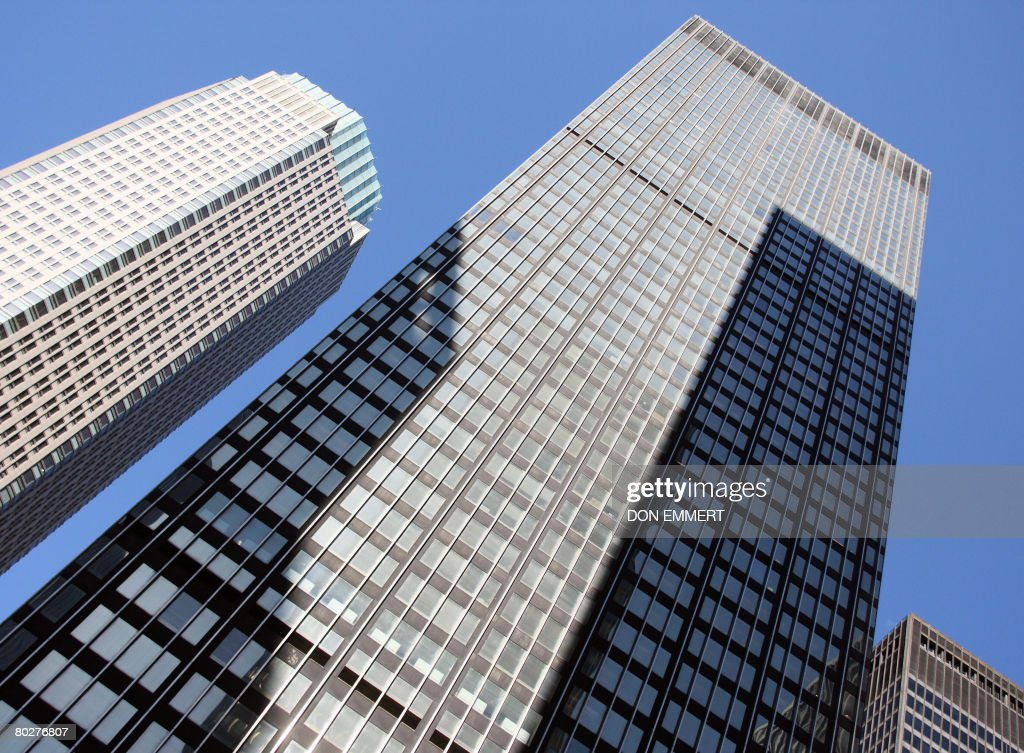 The Bear Stearns headquarters (L) and JP Morgan Chase headquarters (R) are seen in New York on March 17, 2008. JP Morgan Chase bought Bear, Stearns & Co, for 2 USD a share, with help of 30,000 billion in financing of Bear, Stearns assets from the US Federal Reserve.