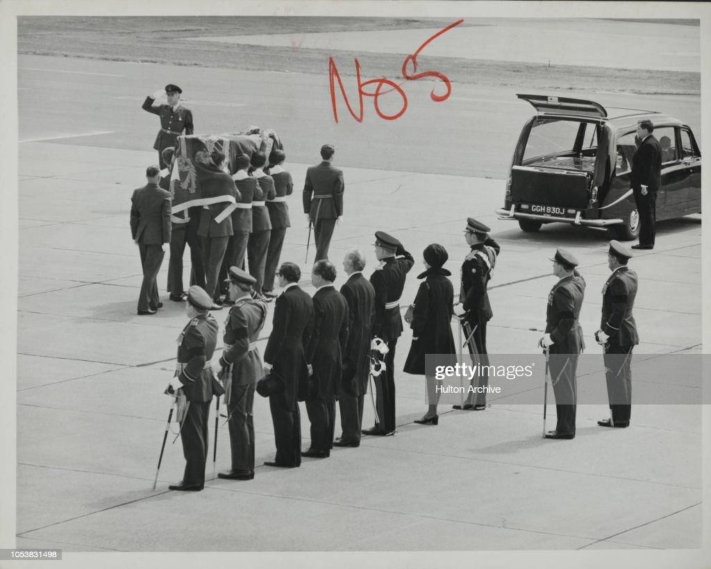The Duke Of Windsor's Final Journey Home : Nieuwsfoto's