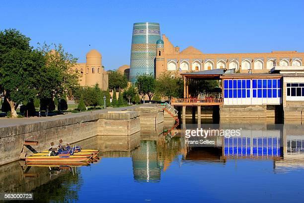the beautiful city of khiva (uzbekistan) - frans sellies stockfoto's en -beelden