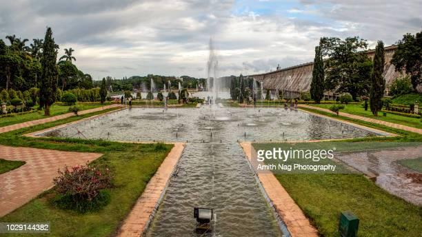 the beautiful fountains in brindavan gardens and the krishnaraja sagar dam, mysore, india - mysore - fotografias e filmes do acervo