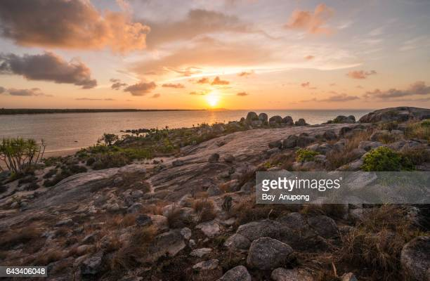 the beautiful landscape of east woody beach in nhulunbuy town during the sunset, northern territory, australia. - アーネム ストックフォトと画像