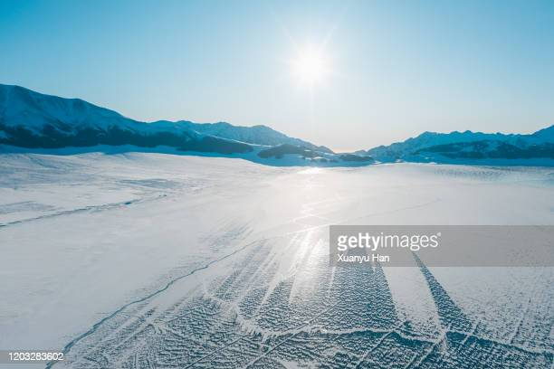 the beautiful landscape of frozen lake in winter - snowfield stock pictures, royalty-free photos & images