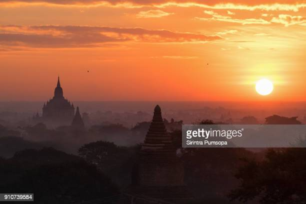 the beautiful scenery view of pagodas plains during the sunrise in bagan, mandalay, myanmar - myanmar culture stock photos and pictures