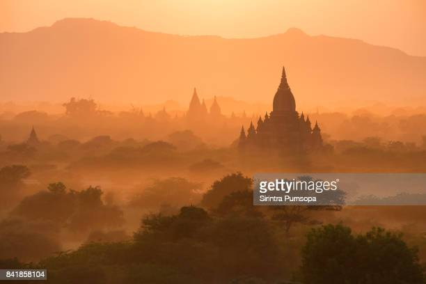 the beautiful scenery view of pagodas plains during the sunset in bagan, mandalay, myanmar - myanmar culture stock pictures, royalty-free photos & images