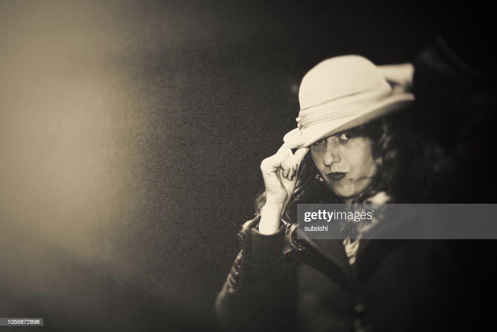 Die schöne Frau mit einem Hut. : Stock-Foto