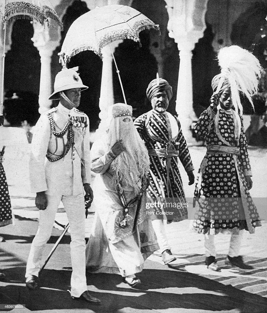 The Begum of Bhopal escorts the Prince of Wales to the Durbar Hall, India, 1921. : News Photo