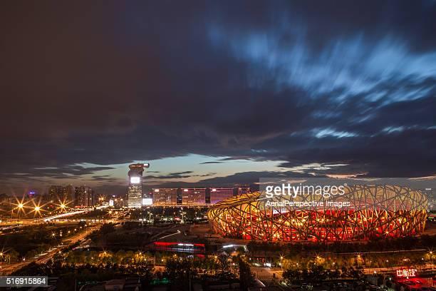 the beijing national stadium at night, china - 国立オリンピック競技場 ストックフォトと画像