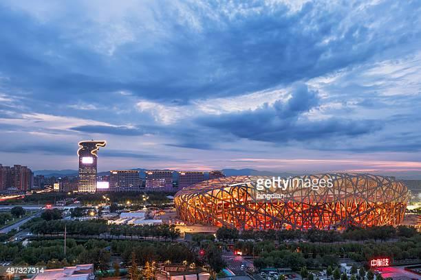 die beijing-stadion bei nacht - nationalstadion stock-fotos und bilder