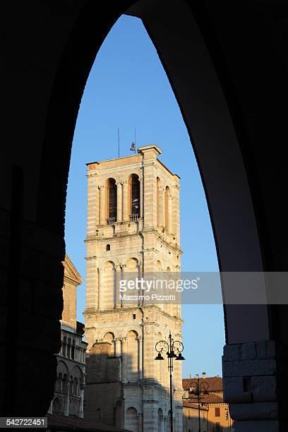 the belfry of saint george cathedral in ferrara - massimo pizzotti foto e immagini stock