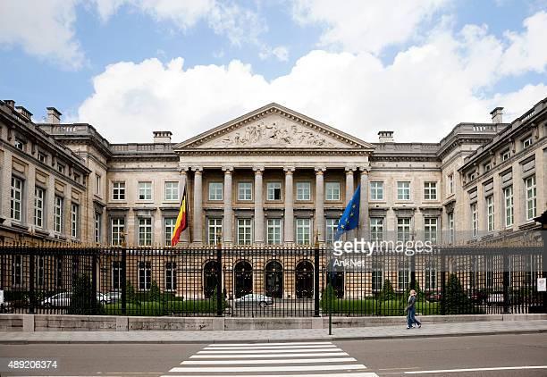 the belgian parliament building in brussels, belgium - brussels hoofdstedelijk gewest stockfoto's en -beelden