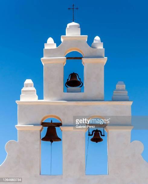 the bell tower of mission san juan capistrano of san antonio, texas -  キリスト教 伝来の地  ストックフォトと画像