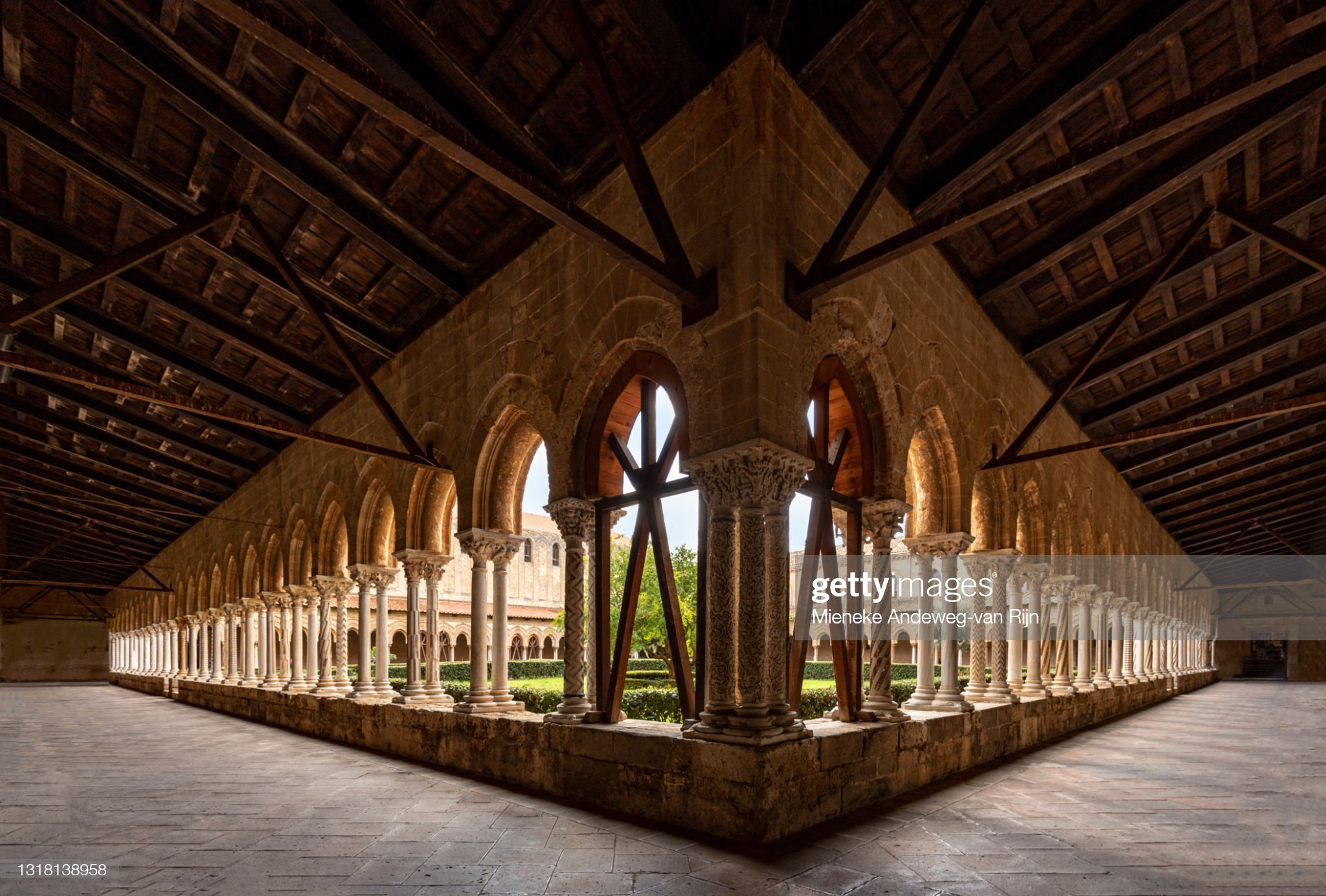 The Benedictine cloister of Monreale Cathedral, Palermo province, Sicily, Italy : Foto stock