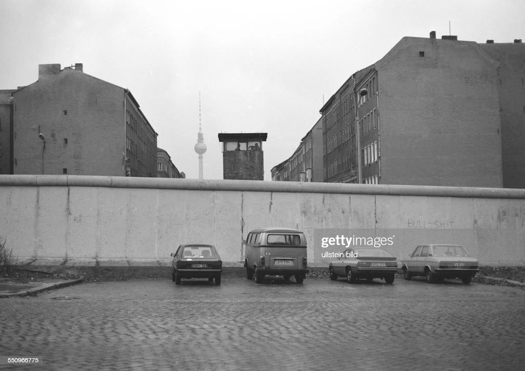 The Berlin Wall in Bernauer Strasse : News Photo