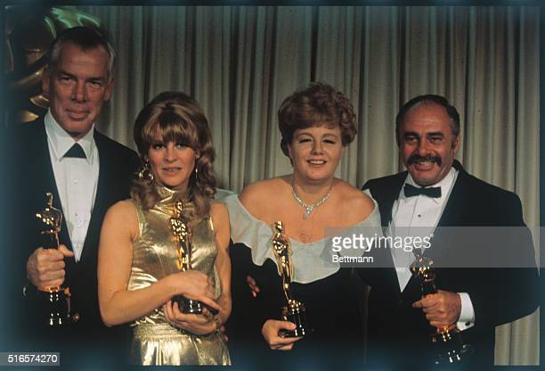 The best actors and actresses pose with the Oscars they received at the Academy Awards presentation ceremonies They are Lee Marvin best actor for Cat...