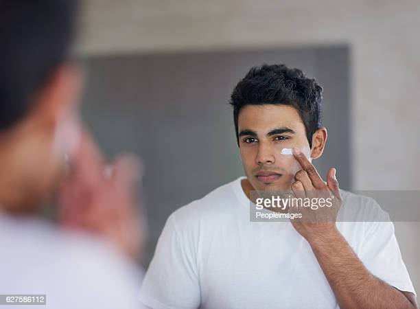 the best skincare product for maximum moisturising - only men stock pictures, royalty-free photos & images