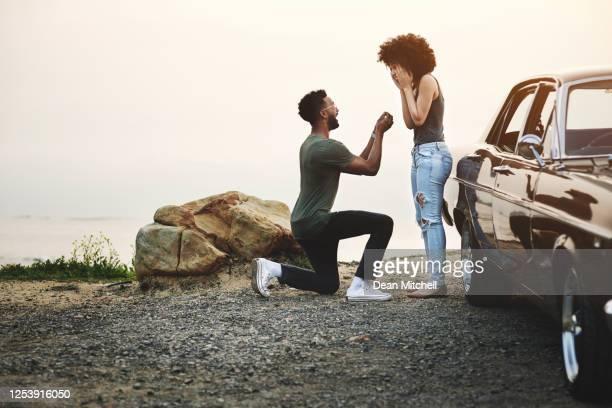 la migliore sorpresa di sempre - fidanzata foto e immagini stock