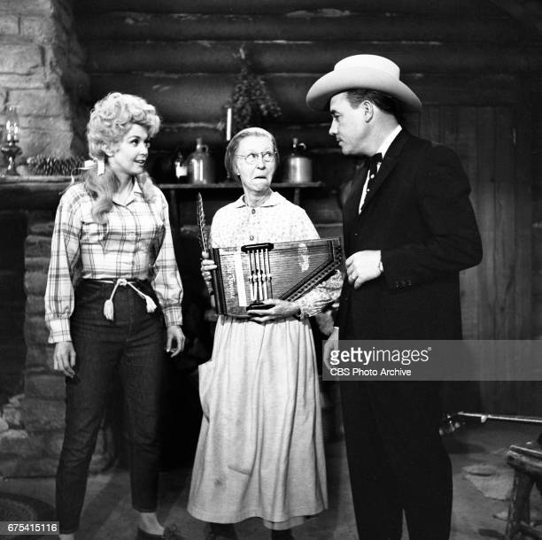 The Beverly Hillbillies The Beverly Hillbillies episode Flatt Clampett and Scruggs Pictured is Donna Douglas Irene Ryan playing the autoharp and...