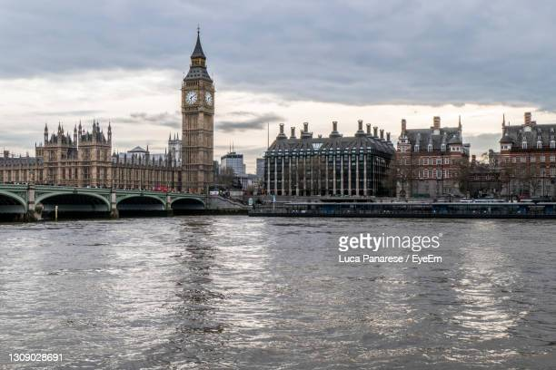 the big ben with buckingham palace - national portrait gallery london stock pictures, royalty-free photos & images