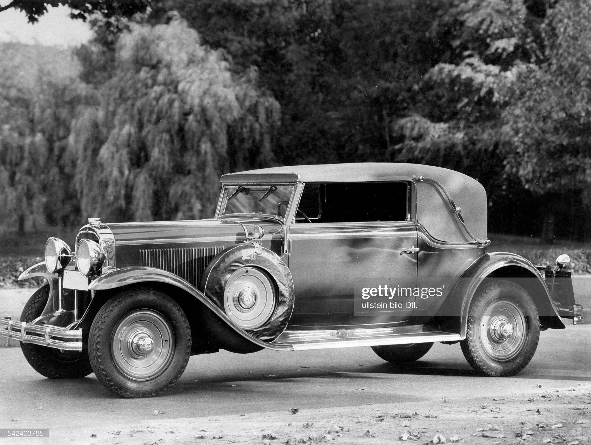 Luxury cars : News Photo