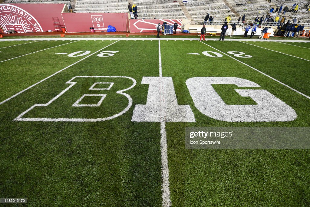COLLEGE FOOTBALL: NOV 23 Michigan at Indiana : News Photo