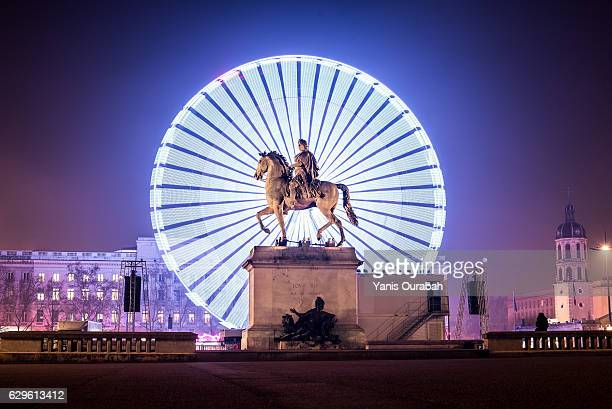the big wheel at night during the festival of lights in lyon, france - lione foto e immagini stock