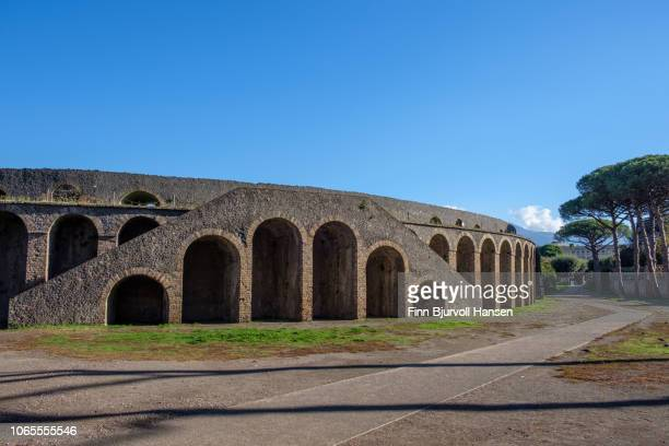 the biggest amfi in the city of pompeii, the amfi teatro - finn bjurvoll stock pictures, royalty-free photos & images