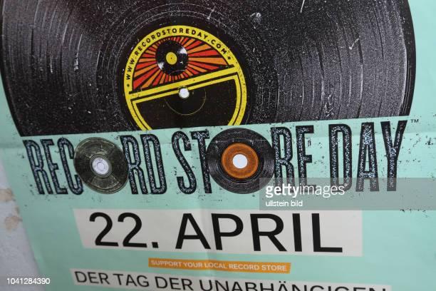 The biggest music event in the world Berlin Neukölln: Soultrade Recordstore - Zahlreiche Kunden und Vinyl-Sammler fiebern dem RECORD STORE DAY 2017...