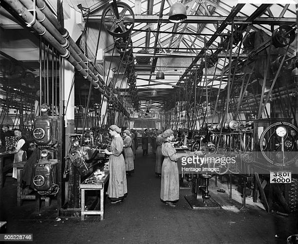 The Birmingham Small Arms factory Small Heath Birmingham February 1917 Men and women working on the machines in machine shop number one during the...