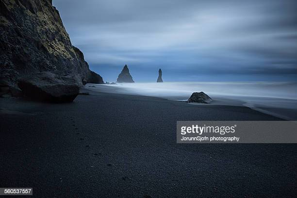 the black beach - black sand stock pictures, royalty-free photos & images