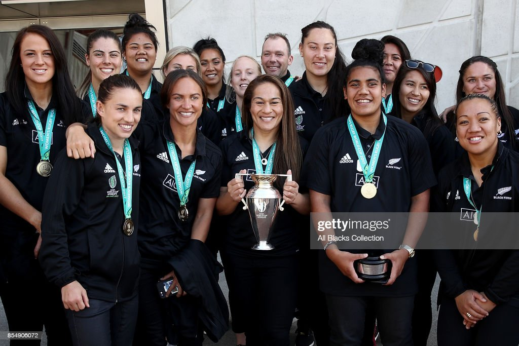 The Black Ferns pose with the Womens Rugby World Cup during the New Zealand Black Ferns celebration at Vodafone Events Centre on September 28, 2017 in Manukau City, New Zealand. The New Zealand Black Ferns continue celebrations for their 2017 Rugby World Cup win.