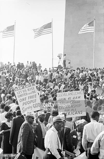 The Black March In Washington For Jobs And Freedom. Le 28 août 1963, à Washington, la 'Marche des noirs' pour les droits civiques: au pied d'un des...