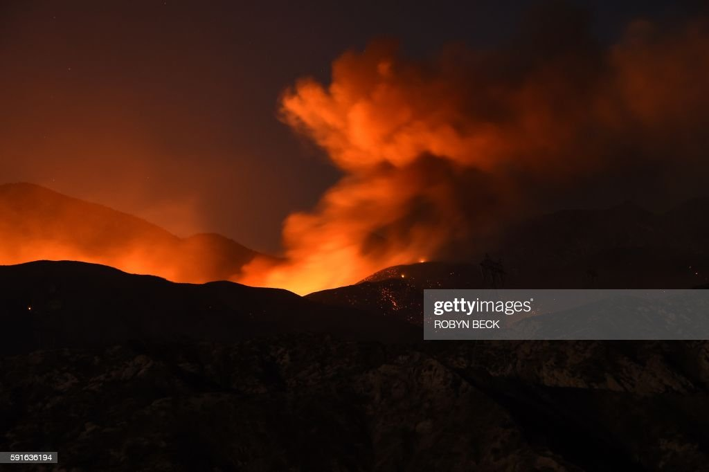 TOPSHOT-US-WEATHER-FIRE-CALIFORNIA : News Photo