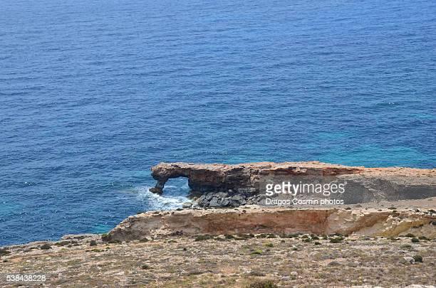 the blue grotto on the southeastern coast of malta - 青の洞窟 ストックフォトと画像