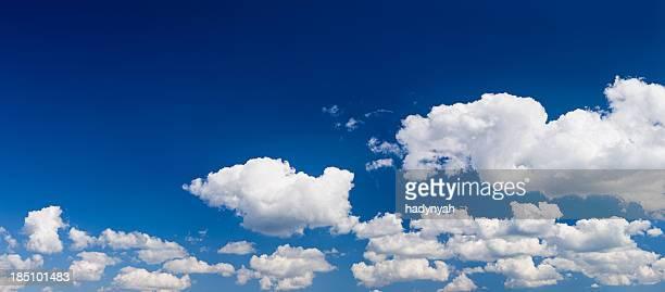 o céu azul panorama 67mpix tamanho xxxxl - nuvens fofas imagens e fotografias de stock