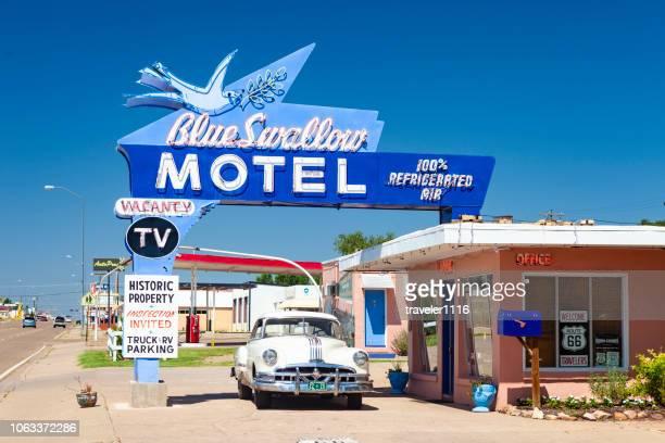le blue swallow motel au nouveau-mexique - route 66 photos et images de collection