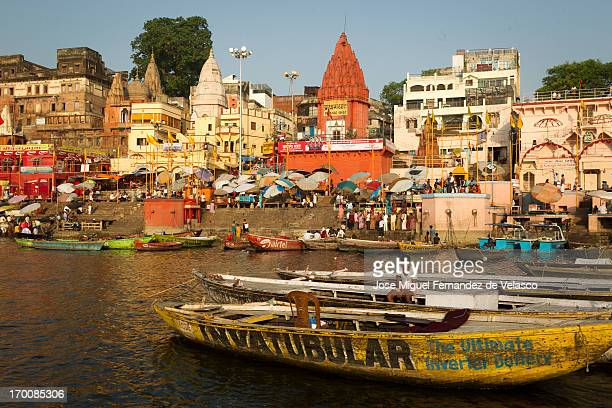 CONTENT] The boats remain well anchored in the river Ganga