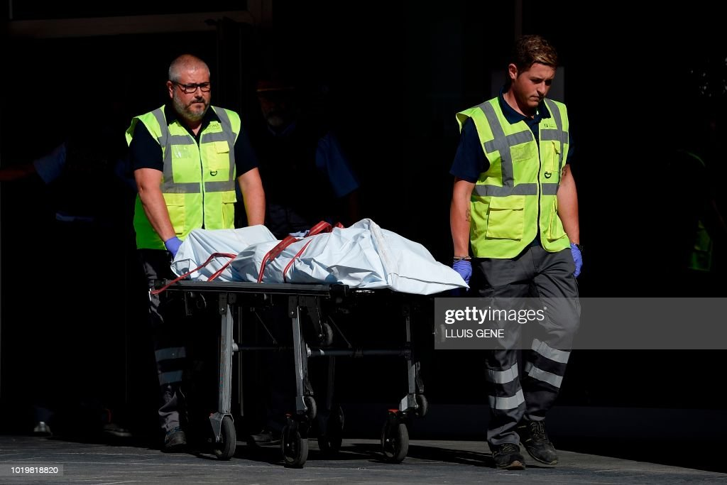 TOPSHOT-SPAIN-ATTACK-POLICE : News Photo