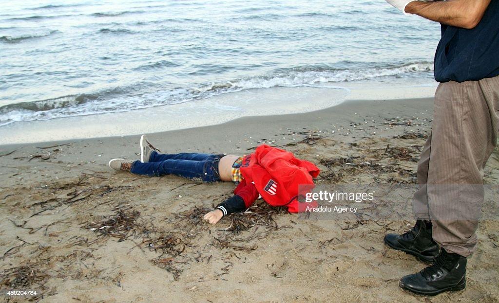 Migrant boat sinks off Turkey : News Photo